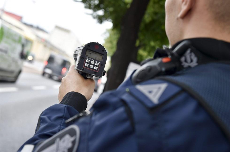 Under två veckors tid skärpte polisen trafikövervakningen nära skolor.  Foto  Lehtikuva Emmi Korhonen cde3c5d349146