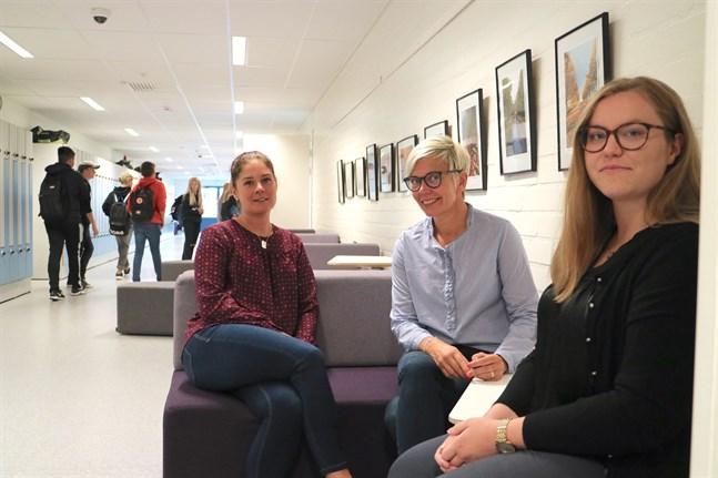 Korsholms högstadium är en av skolorna som kommer att testa de drogförebyggande metoder som tas fram av Pepp-projektet. Biträdande rektor Pia Blomqvist, rektor Inger Damlin och projektledaren Sanna Tuomela lägger fokus på attityderna.