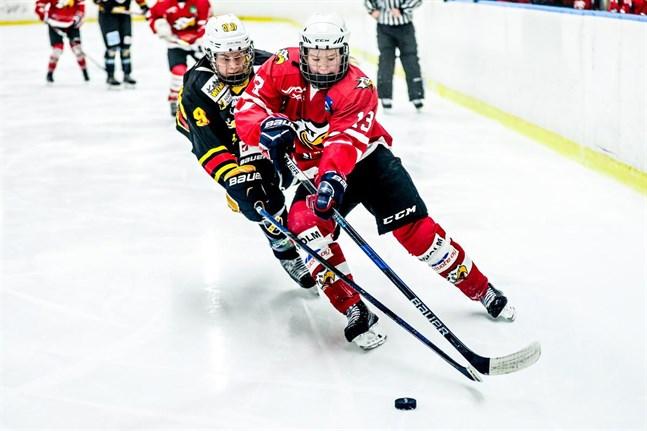 Ida Kuoppala, här i Sports färger, fanns med i förarbetet till Finlands första mål.
