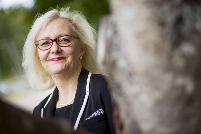 Vamias rektor Åsa Stenbacka säger att man från yrkesskolans sida inte kan övervaka alla studerande och understryker allas ansvar för att minska på smittspridningen.