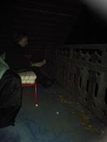 Jag, Jasmine Back, och min mamma sover ute på balkongen inatt. Fin stjärnhimmel och ett rött växthus har vi här hos oss i Övermark.
