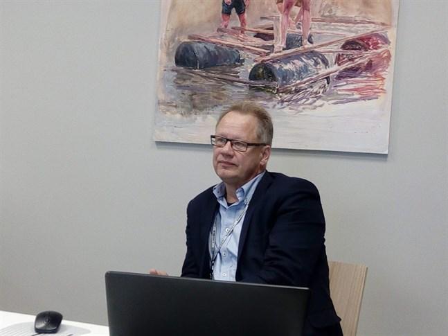 Stadsplaneringschef Jouni Laitinen säger att rondellerna hör i hop även  med trafikarrangemangen för Idrottsparken.