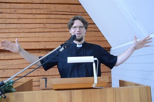 Kristinestads kyrkoherde Daniel Norrback har väckt uppmärksamhet med sina uppfattningar om homosexualitet.