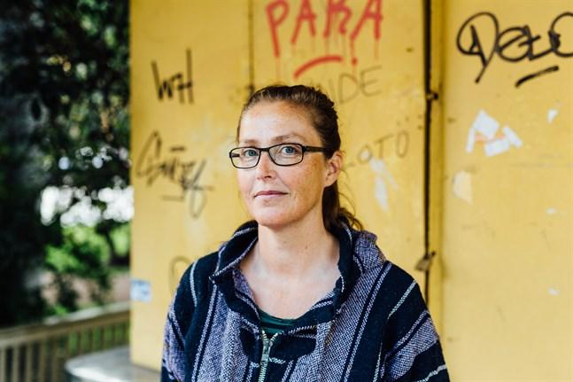 Författaren Minna Lindeberg träffar mitt i prick gällande tonfall och vokabulär.