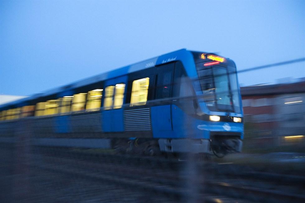 Tunnelbanestopp mitt i stockholm