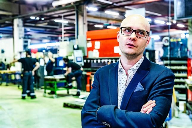 Vd Michael Johansson har länge varit bekymrad över trafiksituationen kring Bennäs industriområde. En tillfällig hastighetssänkning kan göra mycket, tror han.