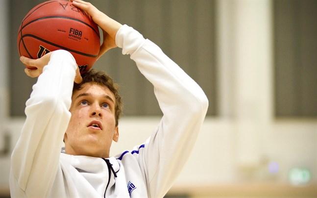Mikael Jantunen säger att basketomgivningen vid Backasbrinken fört honom framåt flera steg.