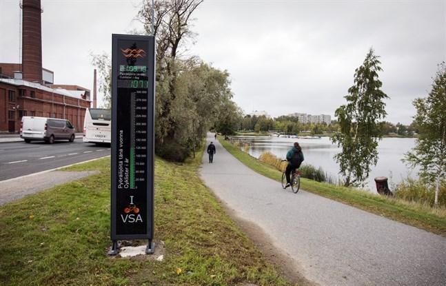 Dagvattenröret mynnar ut i närheten av cyklisträknaren på Brändö bro.