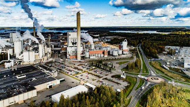 UPM kallade till samarbetsförhandlingar. Hela 840 arbetsplatser riskerar att försvinna och de flesta jobben finns i Finland.