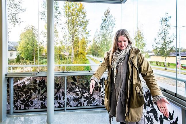 Malin Wiklund, vd för Nykarleby bostäder, har i dagsläget endast en ledig hyresbostad av totalt 210 i centrum. Även seniorhuset är fyllt så när som på en bostad som ännu väntar på hyresgäst.