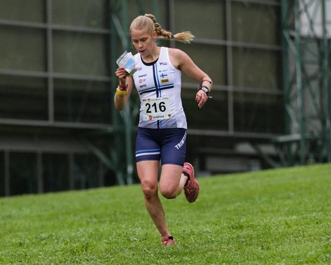 Alexandra Enlund har några världscupdeltävlingar i bagaget och hoppas det blir fler internationella tävlingar kommande säsong. När den väl börjar.