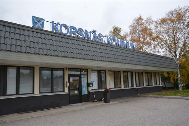 Förvaltningsdelen ska rivas men bostäderna bli kvar när Korsnäs bestämmer sig för att lämna den nuvarande kommungården.