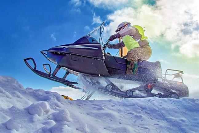 Åker man upp till Lappland för att köra snöskoter är Mats Carlsons tips att serva snöskotern i tid. Det kan löna sig att kontrollera chassi, i terrängen utsätts underredet för mycket påfrestning.