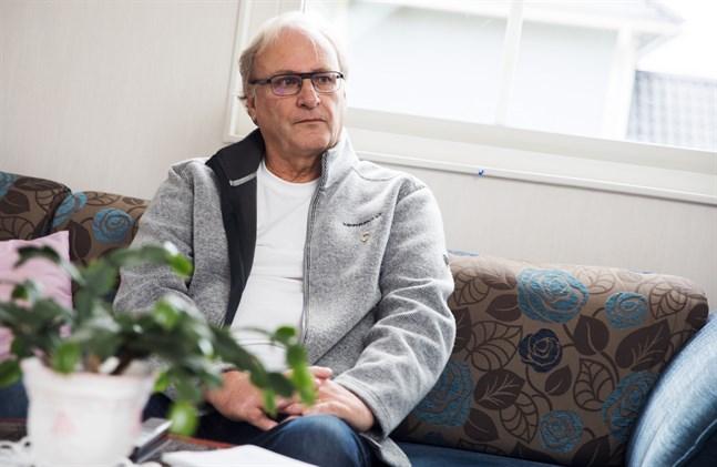 Roger Stenros fick göra nya kanalsökningar varje vecka innan han bytte tv. Han önskar att Elisa skulle informera tydligare om alla ändringar de gör, och vad man kan göra ifall det uppstår problem.
