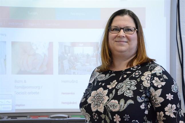 Camilla Fant yrkar på att hennes lön och anställningstid ska korrigeras för den tid hon varit anställd som lärare på Söff. Nämnden för fri bildning säger nej.