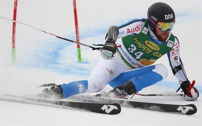 Samu Torsti tränar med det svenska landslaget.