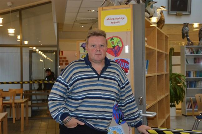 Arto Leppiniemi har varit rektor för Kantakaupungin koulu, men övergår nu rollen som klasslärare.