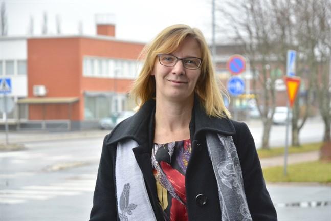 Från nästa år kan Närpes stad börja överta de gator som ännu är statliga, enligt stadsdirektören Mikaela Björklund.