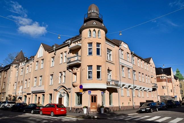 I Helsingfors, Tammerfors och Åbo är det dubbelt så dyrt att köpa lägenhet inne i centrum än lite utanför. Eira hör till den dyraste stadsdelen i Helsingfors.