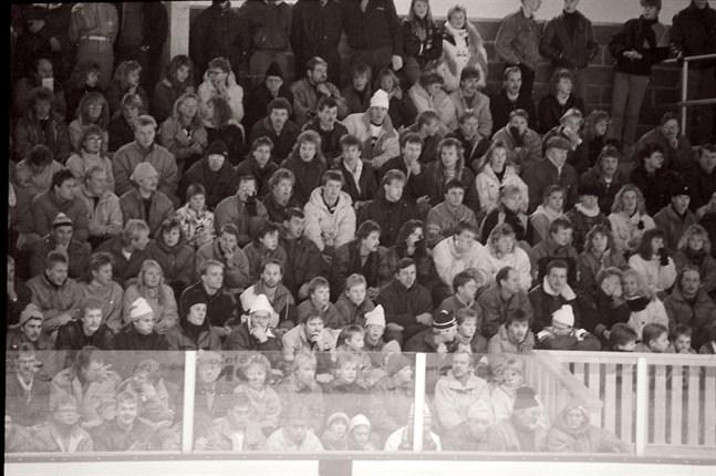 Lika mycket folk som i derbyt den 18 januari 1989, då IFK var hemmalag, ryms inte i AW-arena.