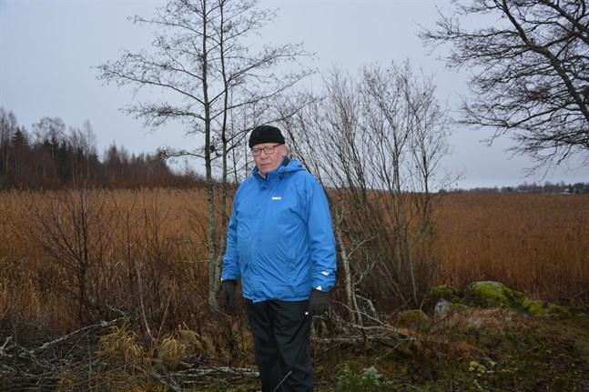 Fullmäktigeveteranen och vice ordförande i stadsfullmäktige Paavo Rantala (C) ser mycket allvarligt på brottsmisstankarna mot den nu häktade partibrodern i Kristinestadsfullmäktige.