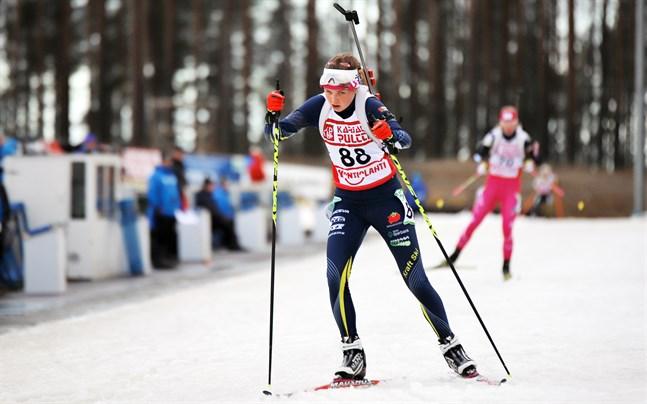 Heidi Kuuttinen sköt fyra bom i det sista stående skyttet och fick se guldet glida henne ur händerna.