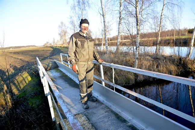 Markägaren Robert Kuuttinen skulle föredra muddring i Närpes å om flödet till Västerfjärden måste ökas en del av året.