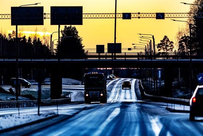 En ombyggnad av riksväg 8 på sträckan Edsevö—Karleby ligger på listan.