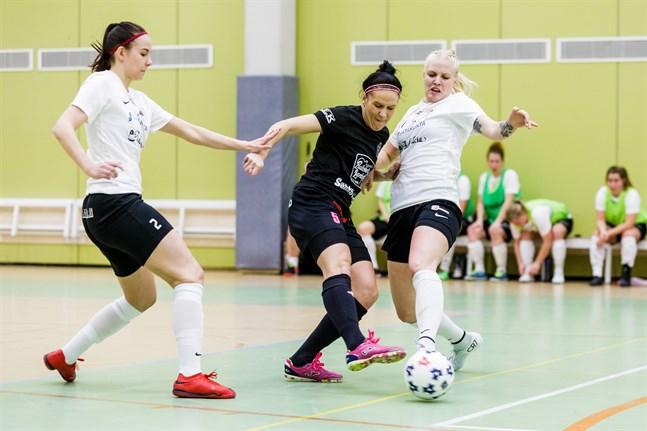 Annika Leminen fungerade som spelade tränare i matchen mot KaDy.