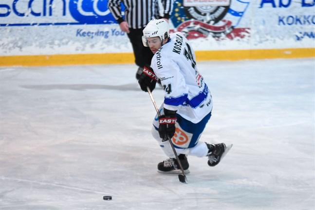 Lappospelaren Joshua Kossila blir lätt besvärlig för motståndarna i rinken. Han stod för 2+3 poäng i fredagens möte med IFK Lepplax.