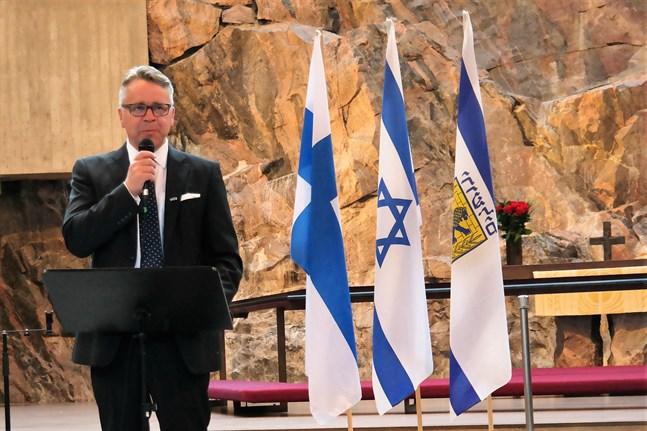 Peter Östman prisas för sitt engagemang i Israelfrågor.