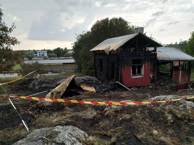 Brand nummer 2: en stuga på Kvarnberget nära gamla daghemmet i Kristinestad brann den 29 juli.