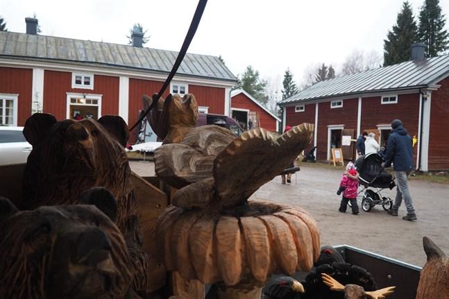 Kronobys traditionella julmarknad hålls sedan några år tillbaka på Torgare. Ifjol var det snöfattigt på marknaden.