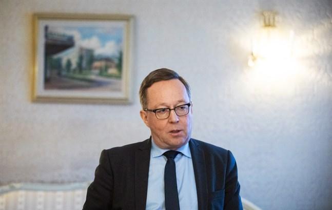 Mika Lintilä ser det som ytterst viktigt att regeringen är funktionsduglig. Han är redo att ta över Kulmunis portfölj ifall partiet ber honom.