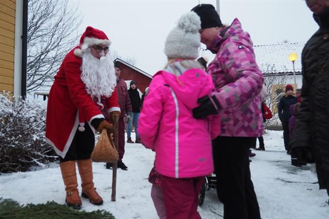 En över 30-årig tradition tvingas ta paus i år. Coronaviruset sätter stopp för den traditionella julmarknaden på Kyrkbacken.