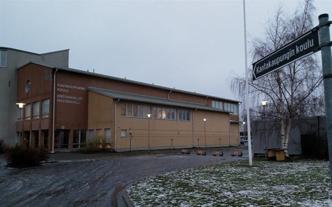 Kantakaupungin koulu i Kristinestad övergår till distansundervisning på fredag.