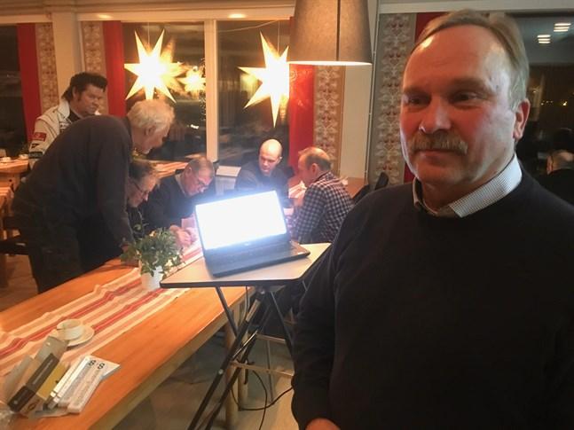 Enligt projektledare Tore Regnell backar man planerna på vindkraft intill Adamsfall. I stället planeras Björkbacken vindpark i Jussila rymma samtliga turbiner, eller 28 vindkraftverk.