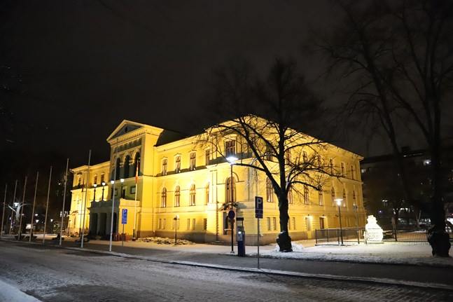 Stadshusets renovering flyttas framåt.