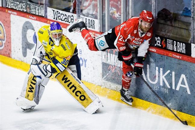 Jukurit-målvakten Sami Rajaniemi satte stopp för Roope Talaja och Sport.
