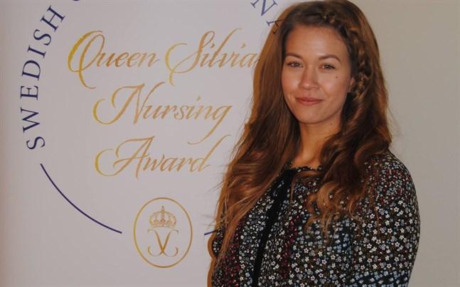"""28-åriga Maiju Björkqvist från Vasa yrkeshögskola får årets Queen Silvia Nursing Award i Finland. Enligt juryn är hennes idé """"genialisk i sin enkelhet""""."""