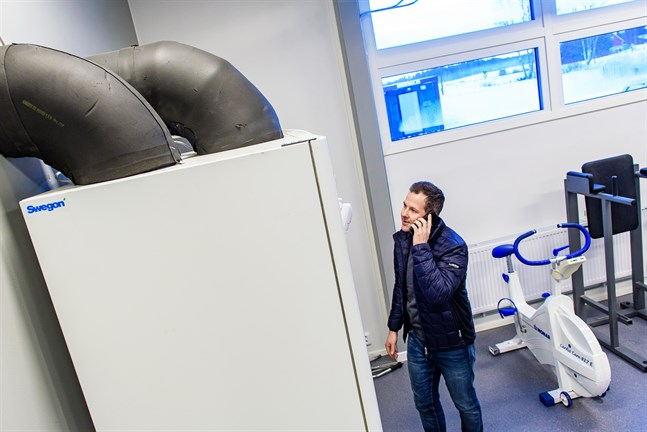 Daniel Lönnqvist lämnar sin tjänst som byggnadschef i Nykarleby och cyklar vidare till den privata byggsektorn, eller Jake Bygg i Jakobstad.