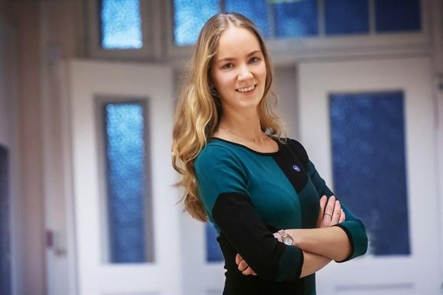 Sabina Saramo är advokat på advokatbyrån Näsman&Båsk. Hon jobbar nu i praktiken med nästan alla typer av juridiska frågor, men framöver är det antagligen arbetsrätt som kommer att bli hennes specialområde.