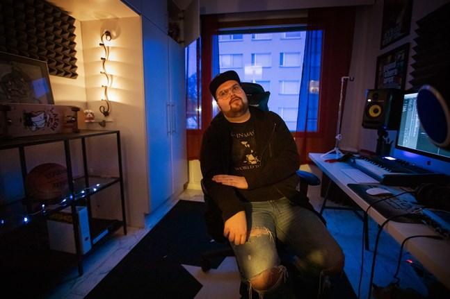 """Joel Rönn hade inte ens fyllt 23 år när han släppte låten """"Guds plan"""" 2019. Låten finns med på hans debutalbum """"Nackskott""""."""