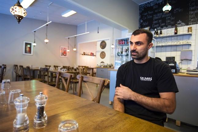 Mehmet Bekalp är nöjd över att restaurangen snart flyttar till centrum. Han gillar lokalen på Brändövägen, men ser fram emot en större restaurang och ett större kök.