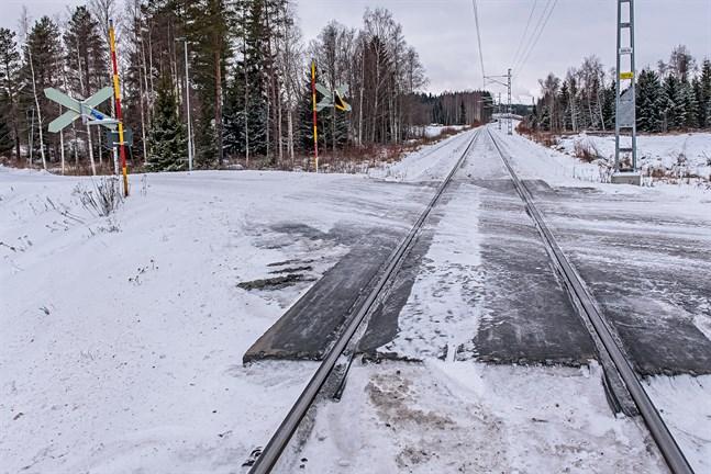 Plankorsning längs Storsandsundsvägen flyttas närmare Jakobstad enligt förslaget till järnvägsplan som nu finns till påseende.