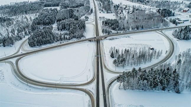 Om ett par år kommer cirkeln vara sluten i korsningen mellan Kållbyvägen och Riksåttan.