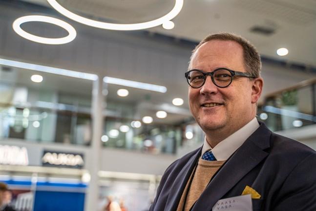 Stadsdirektör Tomas Häyry vill att staden samarbetsförhandlar.