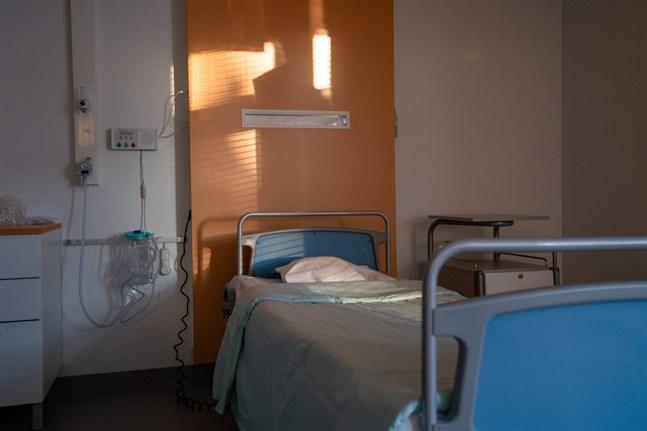 Hur motiverar vi gränsen för vad som får kosta och var samhället stiger in? Varför har vi lämnat sjukvården utanför? skriver Rebecca Åkers i sitt debattinlägg.