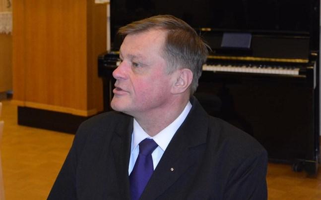 Anders Österback återvaldes nyligen till ordförande i gemensamma kyrkofullmäktige och har nu även valts till vice ordförande i församlingsrådet. Han besegrade Nanna Rosengård i en jämn omröstning.