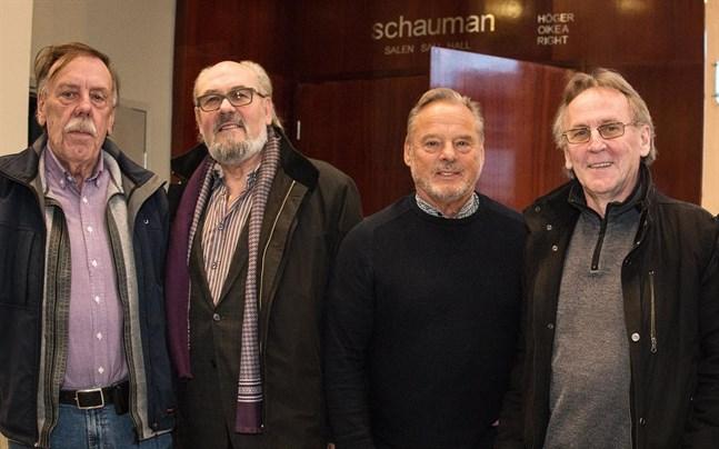 Från vänster i bild dansbandsrävarna Kurt Nyman, Matts Möller, Rolf Wikman och Rune Sjöblom. Nu gör de comeback i samarbete med Guns Rosor.